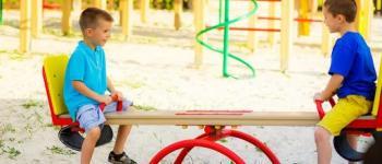 Vereadora Lígia Borges pede troca de areia em parquinho infantil