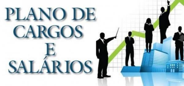 Janete Córdoba solicita a correção da tabela de cargos e salários de pessoal administrativo do Município