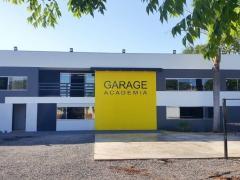 Geverson Vicenti pede faixa de pedestres elevada na Rua Cassiano Marcelo, em frente a Garage Academia.