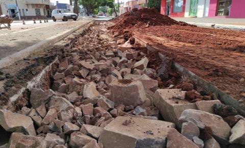 Prefeitura faz reparo na avenida Pedro Manvailer