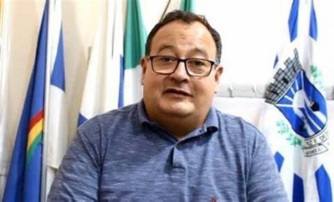 TRE-MS mantém multa a Dr. Bandeira por divulgação de atos da gestão em placa de obra