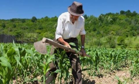 Secretaria de Agricultura e Pecuária realiza reunião com produtores rurais do município