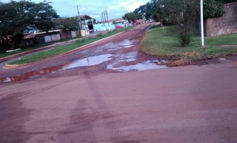 Moradores reclamam de buracos